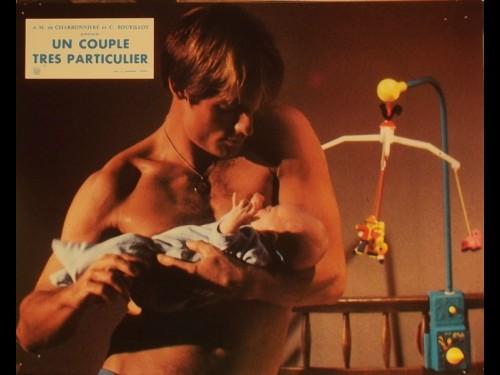 COUPLE TRES PARTICULIER (UN) - A DIFFERENT STORY