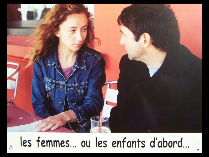 Photo du film LES FEMMES OU LES ENFANTS D'ABORD -LOT PHOTOS -