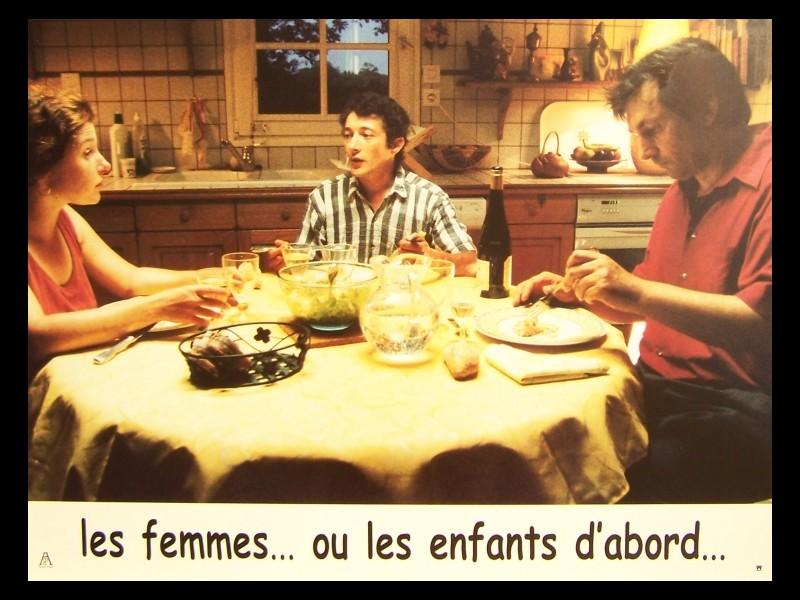 Photo du film LES FEMMES OU LES ENFANTS D'ABORD