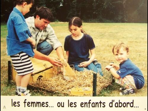 LES FEMMES OU LES ENFANTS D'ABORD