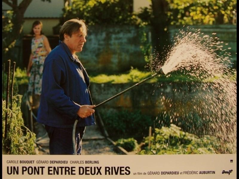 Photo du film PONT ENTRE DEUX RIVES (UN)